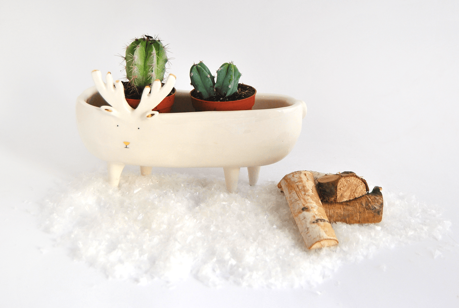 Reindeer White Planter with Gold Details